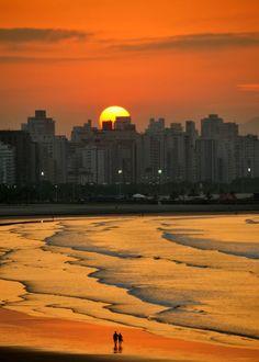 Sunrise walk on the beach, São Vicente / Brazil (by Criss Cristina).