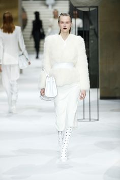 c319001fc832b 73 Best Runway images | Fashion Show, Woman fashion, Womens fashion