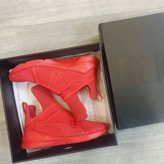 Always on the run? These Fenty #Puma kicks are red hot! Add some spice & comfort to your sporty look & stand out from the crowd. Race on over & try them on today at #PlatosClosetBrampton. //Fenty Puma shoes, size 7, $60//   www.platosclosetbrampton.com