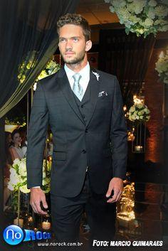 Vem ver o que a Maison Libanesa Homem preparou no desfile do Encontro de Noivas do PoB: uma seleção de trajes masculinos clássicos e pra lá de elegantes: