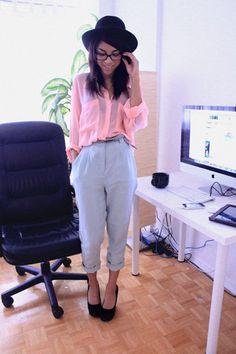 wide brimmed hat, pink blouse, boyfriend trousers
