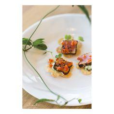 Seared Ahi Wonton Crisps- hand-cut wonton flowers with wasabi-edamame. Ravishing Radish Catering | Alante Photography