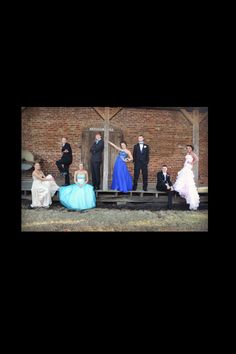 Group prom picture / Prom photography ideas