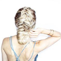 """ ᴮᴱ ᵞᴼᵁᴿˢᴱᴸᶠ "" braid // chignon // blonde"
