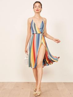 These beautiful and unqiue spring and summer wedding guest dresses will make jaws drop. You& love the floral and pastel wedding guest dresses! Sexy Dresses, Cute Dresses, Casual Dresses, Fashion Dresses, Ladies Dresses, Midi Dresses, Emo Fashion, Curvy Fashion, Fall Fashion