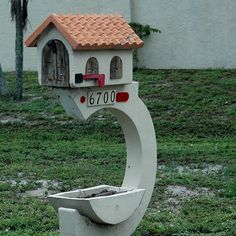 Miniature house mailbox By Atelier Teee