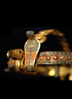 *EGYPT ~ Diadem with vulture and cobra uraeus ~ Reign of Tutankhamun (1332-1322 BCE)