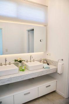 antebaño: Baños de estilo moderno por Parrado Arquitectura