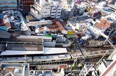 駅前食品市場と開かない踏切 #シモチカ fb.me/1QDbGgUOV