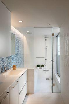 Ideen Badezimmer Ohne Fenster Graue Fliesen Regale Wand Nischen Blumen Bordur  | Badezimmer | Pinterest