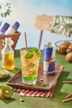 New Summer Drinks for Red bull with different Flavours Healthy Mixed Drinks, Heathy Drinks, Breakfast Drinks Healthy, Breakfast Smoothie Recipes, Energy Smoothie Recipes, Energy Smoothies, Energy Snacks, Red Bull Drinks, Photo Food