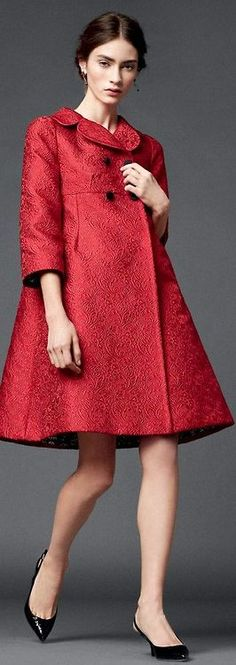 Dolce & Gabbana - Yin Gamine coat, super chic, could work for a lot of occasions depending what it's with. Also looks like a dress that I want. Red Fashion, Couture Fashion, High Fashion, Winter Fashion, Vintage Fashion, Womens Fashion, Fashion Trends, Retro Mode, Mode Vintage