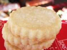 Last night I made shortbread cookies for the very first time...this was a very good decision! These cookies are DREAMY !!! I ...