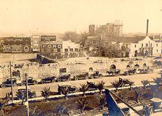 Alamo Mission in San Antonio - Wikipedia Alamo San Antonio, Texas Revolution, Republic Of Texas, The Cloisters, Texas History, Old Churches, City Landscape, Galveston, Old Photos