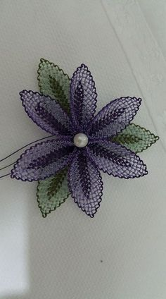 This Pin was discovered by ayg Seed Bead Tutorials, Beading Tutorials, Needle Lace, Bobbin Lace, Beaded Flowers, Crochet Flowers, Embroidery Thread, Embroidery Patterns, Lace Patterns
