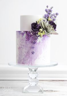 Gorgeous purple cake with flowers! #purple #cakedecorating