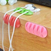 Ideal for hanging excess electrical cable and plug. Easily organize your cables and plugs. Quick and
