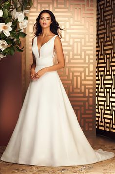 Stunning Paloma Blanca Wedding Dress Paloma Blanca Wedding Dress - This Stunning Paloma Blanca Wedding Dress wallpapers was upload on October, 25 2019 by admin. Here latest Paloma Blanca . V Neck Wedding Dress, Wedding Dress Styles, Designer Wedding Dresses, Bridal Gowns, Wedding Gowns, Wedding Bells, Wedding Wishes, Wedding Dress Gallery, Bird Dress
