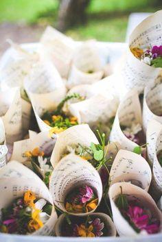 20 + DIY Bastelideen zur Hochzeit - DIY Blumen Konfetti