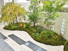 モミジなど雑木のたたずむ和の庭|ジーティーデザイン Japanese Garden Design, Modern Garden Design, Japanese House, Japenese Garden, Backyard Patio, Stepping Stones, Gate, Exterior, House Design
