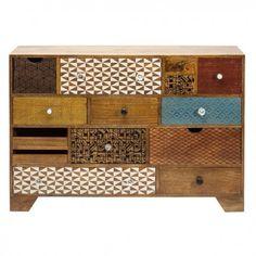 cómoda de catorce cajones de colores  modelo Soleil. Mueble original con cajones diferentes, estampado con diversos motivos y tiradores variados