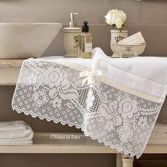 lino e schema per asciugamano con uncinetto filet