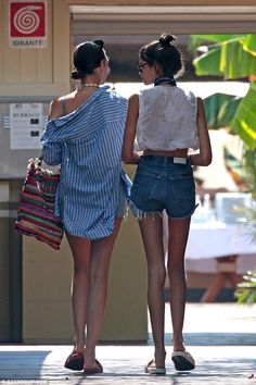 Kaia Gerber, looks effortlessly chic for beach day in Italy She's one of the hardest working models at the tender age of Kaia Gerber, Skinny Girls, Fitness Motivation, Cool Outfits, Mini Skirts, Celebs, Womens Fashion, Model, How To Wear