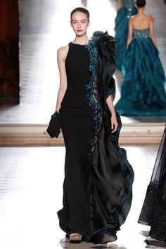 Tony Ward Alta Costura Otoño-Invierno 2017-2018, Paris. Diseñador Tony Ward siempre nos hace disfrutar con sus lujosos diseños. Siluetas refinadas de vestidos exuberantes, decorados con bordados florales, piedras brillantes y con aplicaciones voluminosas.  #pasarela #desfile #semanadelamoda #altacostura #paris #moda #estilo #vestidosdenoche #tonyward #hautecouture #fashion #style #nightdress #love #beautiful #luxury #designer #design #details #inspiration #collection #trend #fashionweek