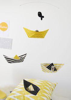 mobile en origami avec 16 oiseaux couleur bleu turquoise. Black Bedroom Furniture Sets. Home Design Ideas