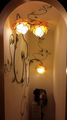 Blossomed creeper, wall and ceiling lamp. The measurements are indicated by adding the path of the branches, both on the walls