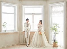 Elegant and All Natural 37 Korean Wedding Photos - Hochzeit Pre Wedding Photoshoot, Wedding Poses, Album Polaroid, Marriage Images, Korean Wedding Photography, Backyard Wedding Decorations, Wedding Photo Albums, Bride Look, Wedding Beauty