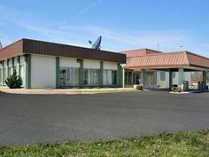 Little Rock (AR) Days Inn Little Rock United States, North America The 1-star Days Inn Little Rock offers comfort and convenience whether you're on business or holiday in Little Rock (AR). The hotel offers a wide range of amenities and perks to ensure you have a great time. Service-minded staff will welcome and guide you at the Days Inn Little Rock. Each guestroom is elegantly furnished and equipped with handy amenities. The hotel offers various recreational opportunities. Dis...