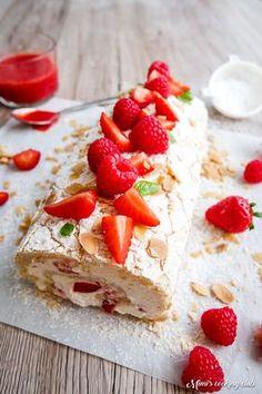 Roulade meringuée, fraises et amandes, la recette parfaite pour l'été !