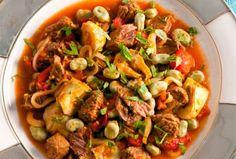 Recept voor tajine met rundvlees, tuinbonen en artisjok Arabic Food, Kung Pao Chicken, Slow Cooker, Ethnic Recipes, Desserts, Foods, Arabian Food, Tailgate Desserts, Food Food