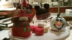 Read all about the awesomeness that goes on at #Disneyland during the #Holidays #DisneylandHolidayMagic #CandyApples