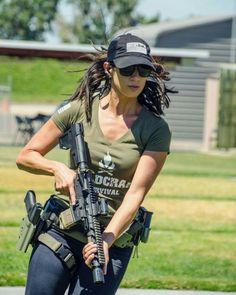 create a free online Fighter Girl Gun for women website Military / Fighter (Girl) . guns girl day z Mädchen In Uniform, Hunting Girls, Female Soldier, Army Soldier, Military Girl, Warrior Girl, Military Women, Big Guns, N Girls