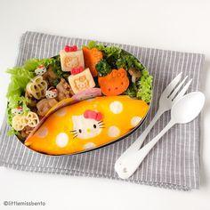 ハローキティのオムライスキャラ弁です 今日キャラ弁教室を教えました昼ごはんを食べなくてお腹が空きましたハハ Feeling hungry cause didn't eat a proper lunch today after teaching a workshop Throwback to my Hello Kitty omurice kyaraben. #デコ弁 #キャラ弁 #可愛い #お弁当 #オムライス #ハローキティ #サンリオ #sanrio #hellokitty #bento #obento #decoben #charaben #omurice # by littlemissbento