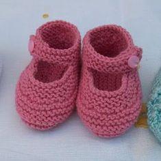 Baby Booties Knitting Pattern, Knit Baby Booties, Baby Boots, Baby Knitting Patterns, Baby Girl Crochet, Crochet Baby Shoes, Crochet Slippers, Baby Girl Dress Patterns, Felt Baby