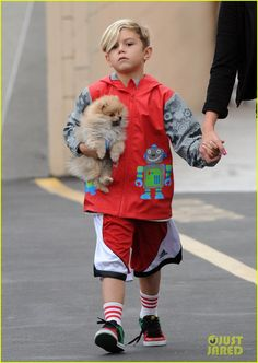Gavin Rossdale takes his boys Kingston and Zuma to Bookstar on October 20, 2012