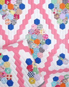 Vintage Inspired Hexagon Quilt - English Paper Pieced © Red Pepper Quilts 2021 Embroidery Patterns, Quilt Patterns, Stitch Lines, Floral Print Fabric, Hexagon Quilt, Quilt Sizes, English Paper Piecing, Baby Quilts, Mini Quilts