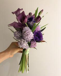 70 Ideas Flowers Purple Garden Wedding Bouquets For 2019 Small Flower Bouquet, Lily Bouquet, Small Flowers, Purple Flowers, Beautiful Flowers, Purple Bouquets, Arte Floral, Deco Floral, Floral Design
