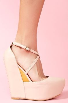 El color es perfecto y la plataforma ayuda a estilizar tus piernas.