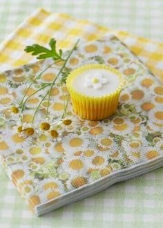 Gisela Graham 20 Daisy Napkins Serviettes Kitchen Dining Home BBQ Decoupage for sale online Daisy Hill, Daisy Mae, Happy Flowers, Simple Flowers, Fresh Flowers, Summer Garden, Home And Garden, Yellow Cottage, Yellow Theme