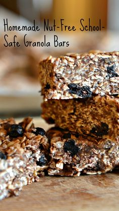Nut-free granola bars Chewy, crunchy, and full of goodness these homemade bars are better than store bought. Healthy Granola Bars, Chewy Granola Bars, Homemade Granola Bars, Peanut Free Granola Bar Recipe, Nut Free Snacks, Boite A Lunch, Cuisine Diverse, Snack Recipes, Favorite Recipes