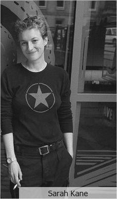 Sarah Kane, 28. Née le 3 février 1971 à Brentwood (Essex) et décédée le 20 février 1999, est une dramaturge britannique.  - Anéantis - L'Amour de Phèdre - Purifiés - Manque ...