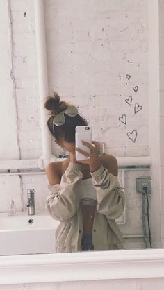 Uploaded by MOONLIGHT. Find images and videos about ariana grande, ariana and arianagrande on We Heart It - the app to get lost in what you love. Ariana Grande Fotos, Ariana Grande Outfits 2017, Ariana Grande House, Ariana Geande, Nickelodeon Victorious, Ariana Grande Wallpaper, Foto Art, Dangerous Woman, Mode Outfits