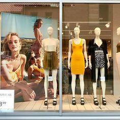 Summer casuals @hm #windowdisplay #retaillife #visualmerchandising #visualmerchandiser #hm #summer #summer2017 #vmdaily via @paigecavill