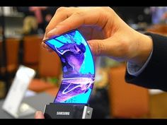 Samsung Amazing Flexible Display [CES 2013]  This is crazy! it is a phone and a tablet in one!