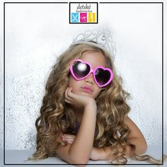Abrakadabra - chcem byť princeznou! 👑Aj v mini svete dominujú jednoduché, ale štýlové účesy. Z krátkych i dlhých vlasov vykúzlime všetko podľa detských snov!