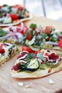Farmer's Market Veggie Tortilla Pizza on MyRecipeMagic.com #pizza #tortilla #veggie #farmersmarket